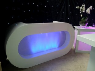 luxe-ovale-dj-booth-wit